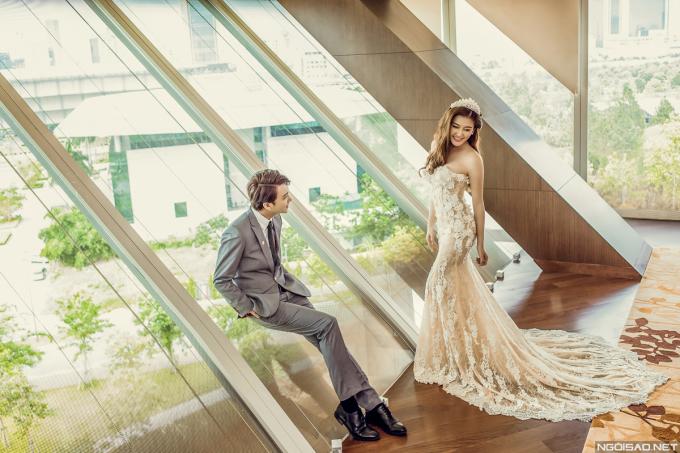 <p> Chiếc váy ren kiểu dáng đuôi cá tôn vẻ đẹp cơ thể quyến rũ cho người đẹp.</p> <p> </p>