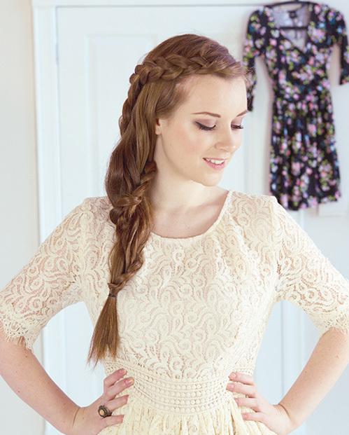 <p> Tóc tết lệch bên luôn là lựa chọn hàng đầu cho những nàng tóc dài.</p>