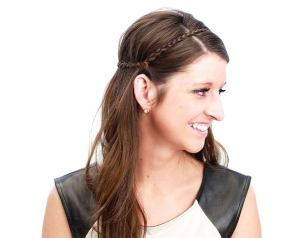 <p> Kiểu tóc tết giả băng đô xinh xắn là một gợi ý cho những cô nàng nữ tính.</p>