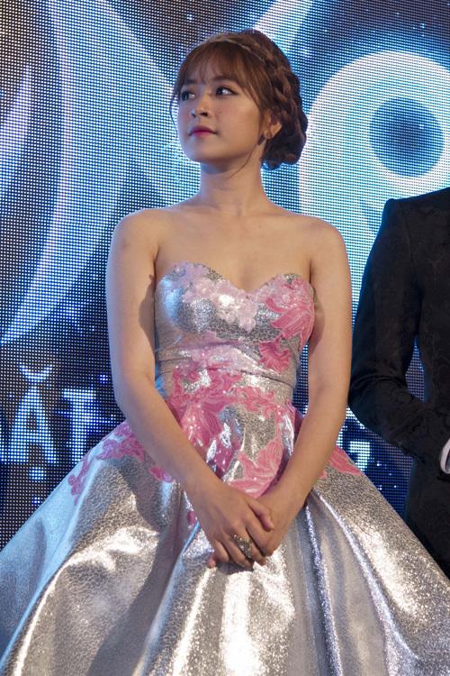 <p> Trong một sự kiện gần đây, Chi Pu xuất hiện xinh xắn như một nàng công chúa với kiểu tóc tết vương miện.</p>