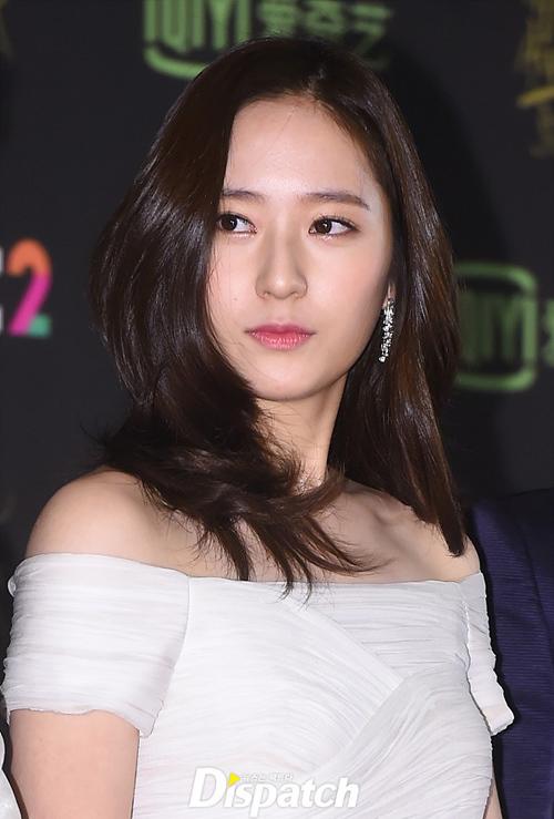<p> Cô nàng Krystal 'sang chảnh' của nhóm f(x) trông hiền dịu, nữ tính hơn hẳn với đôi mắt cún đáng yêu.</p>