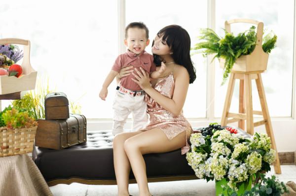 Phi Thanh Vân vừa nhận cănnhà mới đúng vào dịpsinh nhật bé Tấn Đức.