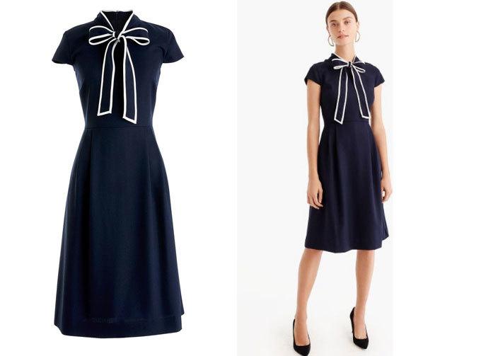 <p> Dáng váy tiểu thư màu xanh sapphire với điểm nhấn là chiếc nơ ở cổ đem đến diện mạo nữ tính, kiêu kỳ.</p>