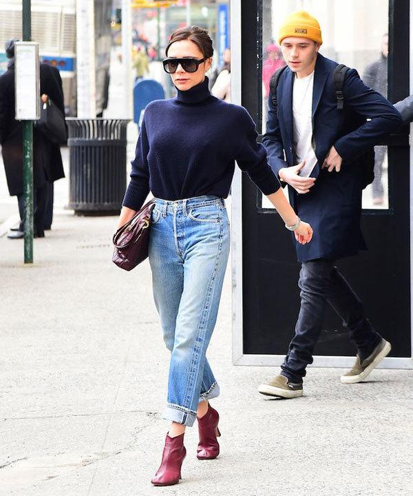 Hot boy sắp đón sinh nhật lần thứ 19 tới thăm mẹ ở văn phòng trước ngày diễn ra show thời trang. Tuy nhiên, trong ngày Vic ra mắt sản phẩm mới, Brooklyn vắng mặt, chỉ có Becks và ba nhóc còn lại tới cổ vũ cô.