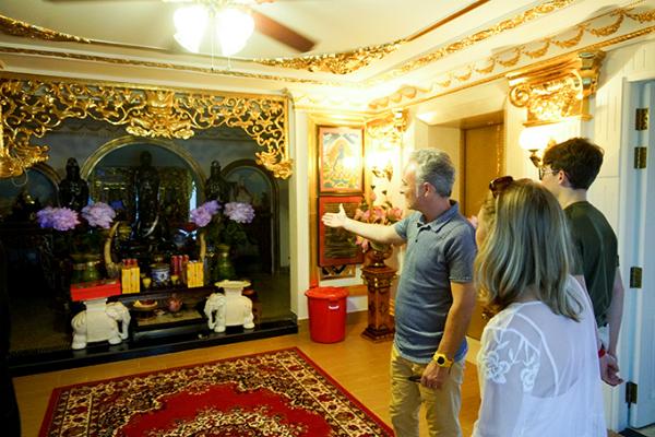 Ngôi nhà có nội thất xa hoa theo phong cách Hoàng gia, từng được một số bạn bè của Lý Nhã Kỳ chia sẻ trên mạng xã hội sau khi có dịp đến chơi.