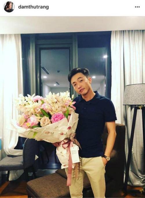 Đàm Thu Trang lần đầu đăng ảnh rõ mặt bạn trai trên trang cá nhân vào đúng sinh nhật mình. Kèm theo bức ảnh, cô để hashtag #loveyou khiến nhiều người hâm mộ thích thú. Sau nhiều lần úp mở, động thái này được những người theo dõi cặp đôi coi như một cách để công khai tình cảm.