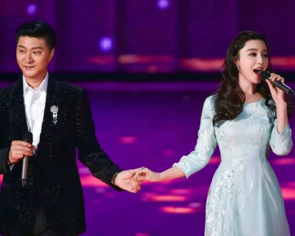 Bố Phạm Băng Băng song ca cùng con gái trong Gala chào xuân tại Bắc Kinh.
