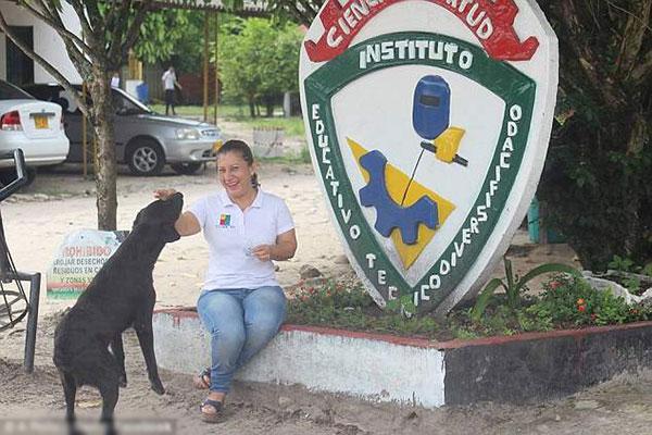 Con chó rất được lòng của chủ cửa hàng. Ảnh: Dodo.