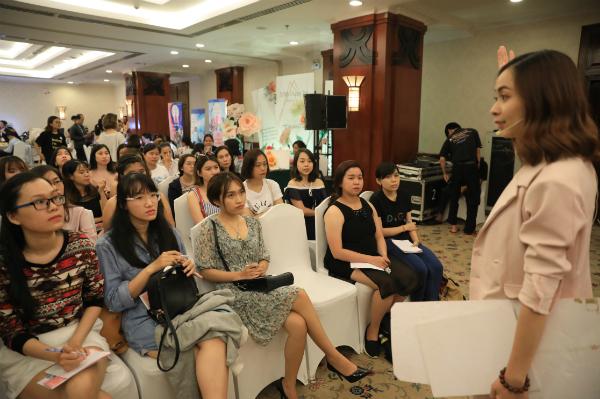 Rất đông chị em tham gia buổi chia sẻ của chuyên gia San Ong.