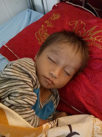 Cậu bé Hà Giang ngủ ngoài đường khi bố mất, mẹ lấy chồng - 1