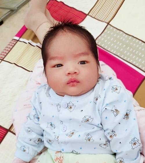 Khánh Huyền khẳng định ăn chay vẫn có nguồn sữa đủ dinh dưỡng để nuôi con.