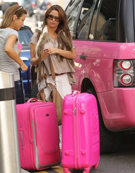 Các ngôi sao ưa chuộng loại vali vỏ cứng, 4 bánh của các nhãn hiệu đắt tiền.