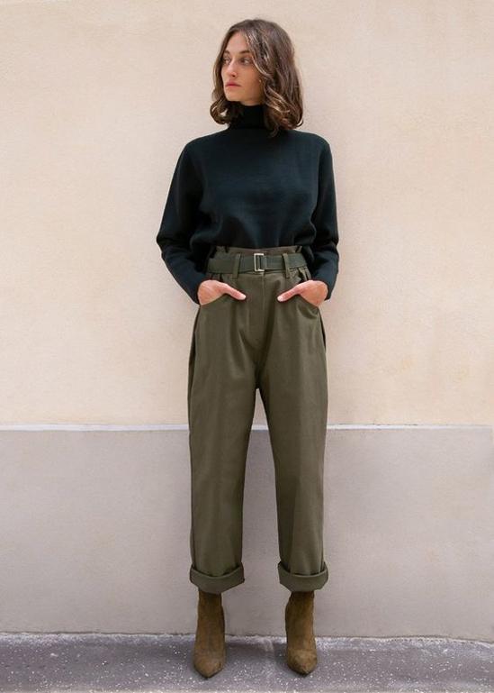 Ở mùa thời trang mới, quần xắn gấu không chỉ gói gọn trong phạm vi của trang phục jeans. Chúng được thể hiện trên nhiều chất liệu vải thô, vải bố... để phù hợp với sở thích của nhiều người.