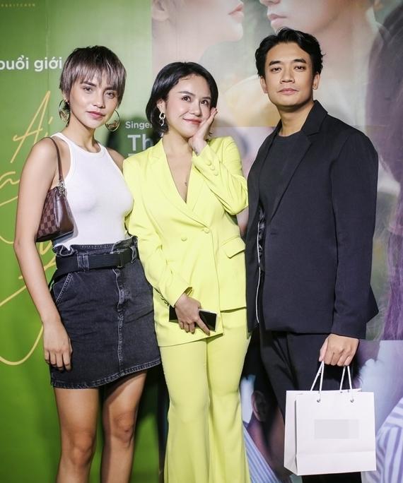 Người mẫu Linh Chi (trái) và Samuel An (phải) đảm nhận hai vai diễn trong MC.