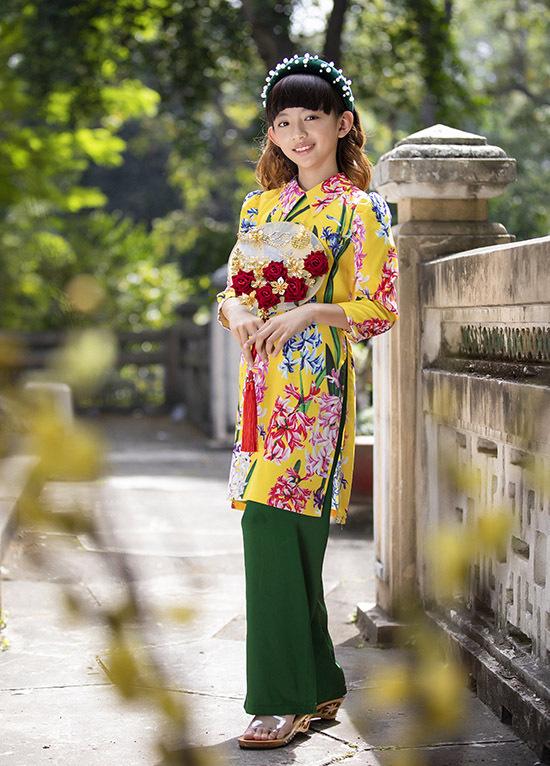 Bé thừa hưởng chiều cao và tính cách điệu đà, nữ tínhtừ mẹ. Chiko đang theo học một trường quốc tế tại TP HCM. Thỉnh thoảng nhóc tỳ được mời làm mẫu nhí, diễn catwalk.