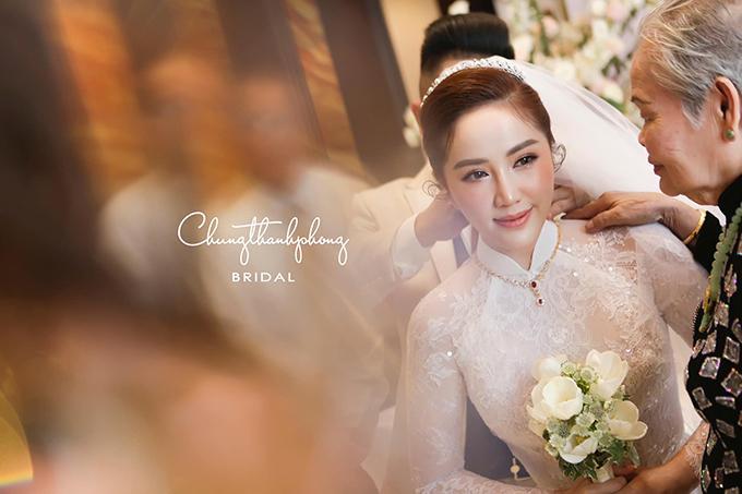 Chung Thanh Phong góp phần mang đến nét rạng rỡ, quyến rũ cho Bảo Thy trong ngày trọng đại.
