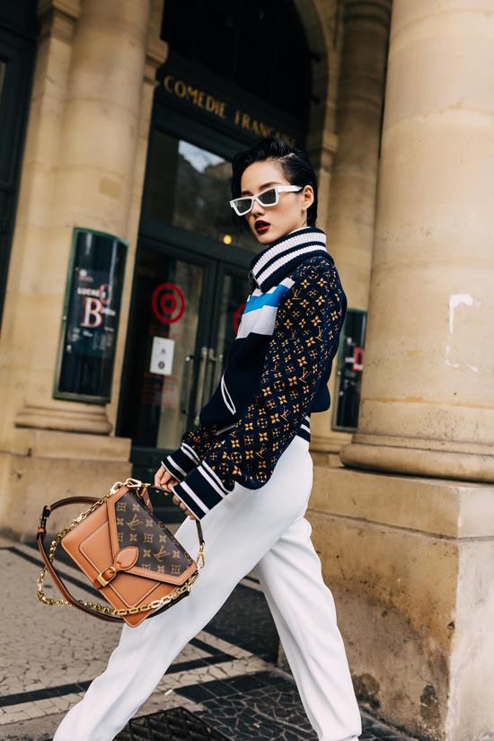 Năm 2019, Khánh Linh vinh dự được 2 lần tham dự show diễn của Louis Vuitton tổ chức tại Pháp.