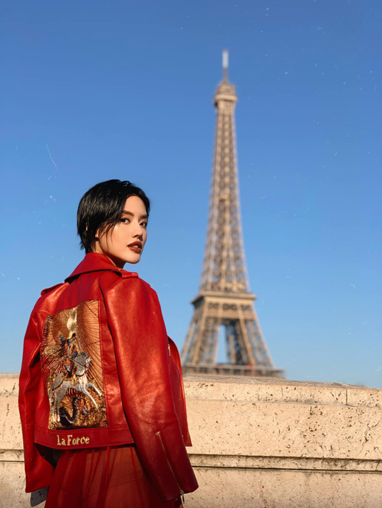 Góp mặt tại Paris Fashion Week trong vai trò khách VIP giúp Khánh Linh có nhiều trải nghiệm và có cơ hội thể hiện phong cách thời trang cá nhân trước dàn fashioista nổi tiếng.