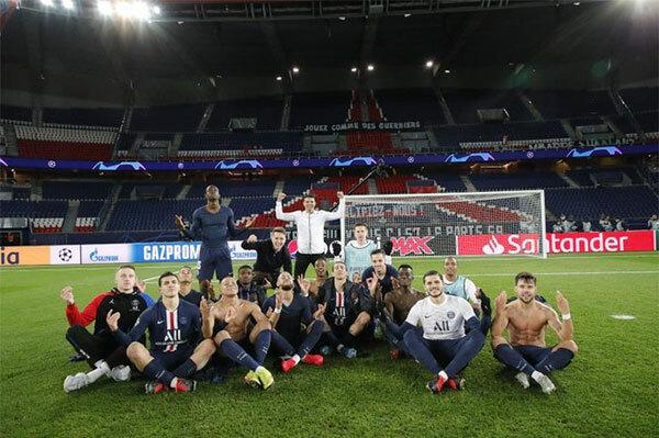 PSG sau đó có thêm một bàn thắng ở cuối hiệp một nhờ công của Bernat. Vượt qua Dortmund 2-0 trên sân nhà, đại diện nước Pháp lọt vào tứ kết Champions League. Sau trận đấu, một số cầu thủ PSG trong đó có Icardi, Mbappe cũng bắt chước kiểu ngồi thiền của Haaland để chế giễu đối phương.