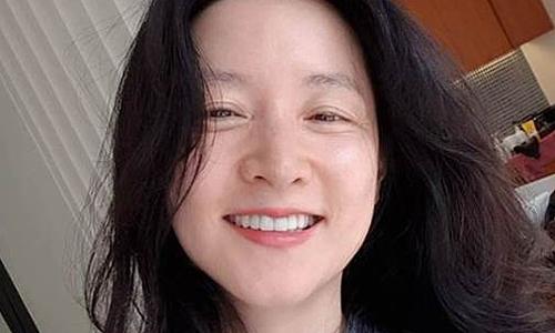 Lee Young Ae tự tin dù mắt 'chân chim'