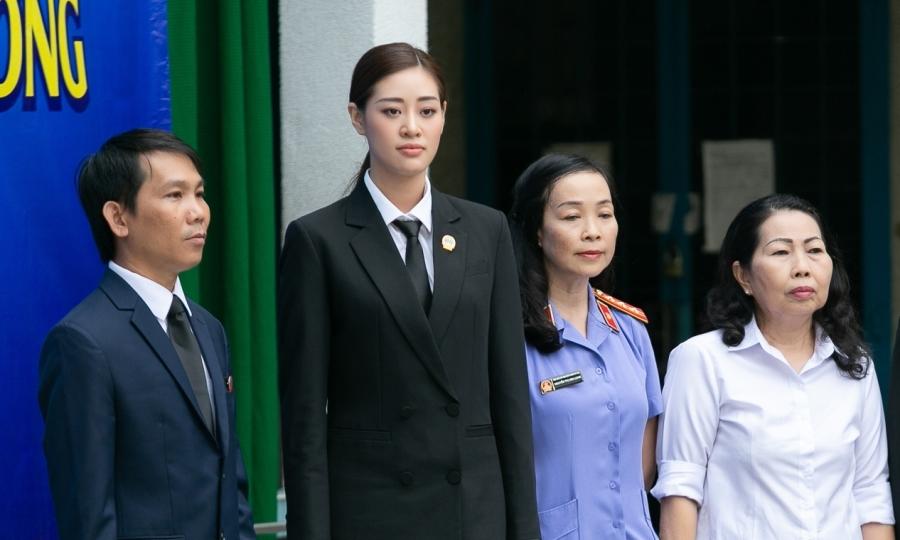 Hoa hậu Khánh Vân dự phiên tòa giả định
