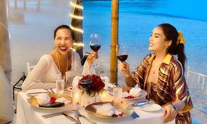 Bữa tối 'chất' trên bãi biển của Kỳ Duyên, Minh Triệu