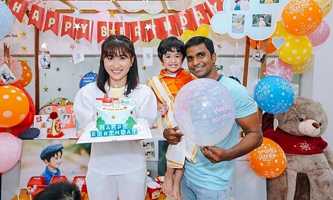Nguyệt Ánh và chồng Ấn Độ mừng con tròn 2 tuổi