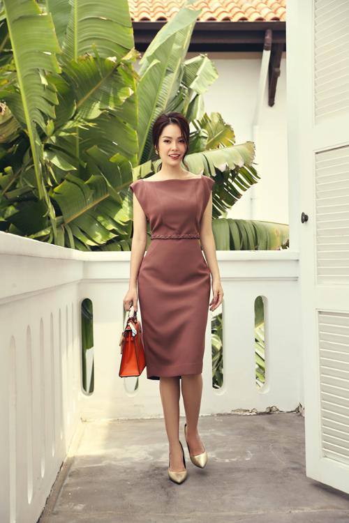 Đầm thắt theo giúp người mặc tôn lợi thế hình thể và thể hiện sự sành điệu cùng xu hướng thịnh hành ở mùa mốt 2020.