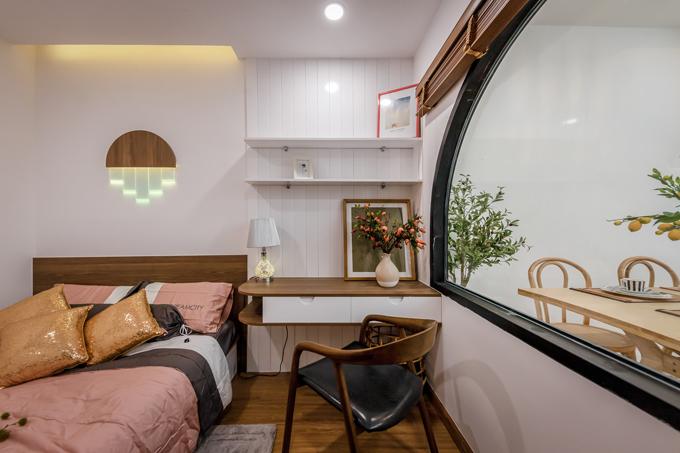 Phòng ngủ nhỏ cạnh bếp.