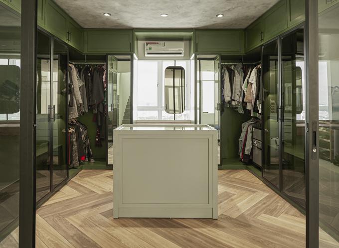 Phòng thay đồ thiết kế theo tông màu xanh lá cây, là nơi vợ chồng Khởi My - Kelvin Khánh rất yêu thích.