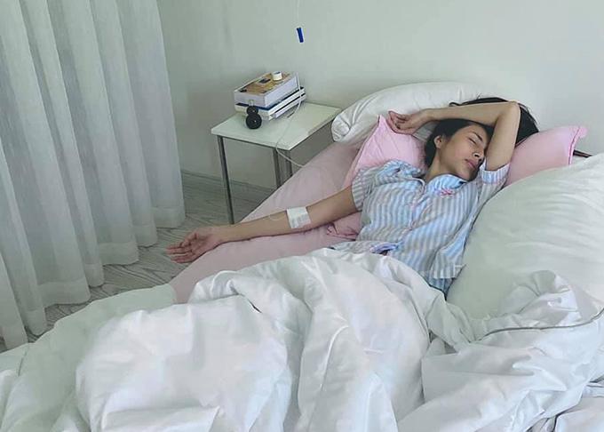 Thuỷ Tiên kiệt sức sau chuyến cứu trợ miền Trung thứ hai hồi đầu tháng 11.