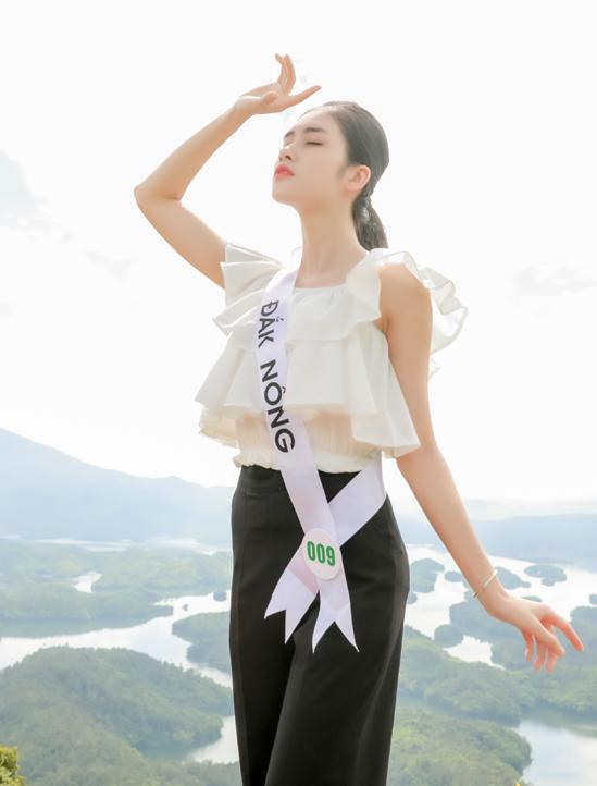 Thí sinh Đặng Thanh Ngân quê Đắk Nông sở hữu nhan sắc khả ái, làn da trắng mịn.