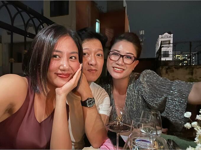 Văn Mai Hương, Trang Trần chúc mừng Trường Giang khai trương cửa hàng mới tại TP HCM.