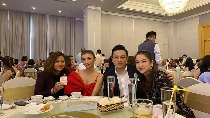 Vợ chồng ca sĩ Lam Trường hội ngộ ca sĩ Tiêu Châu Như Quỳnh và một người bạn.