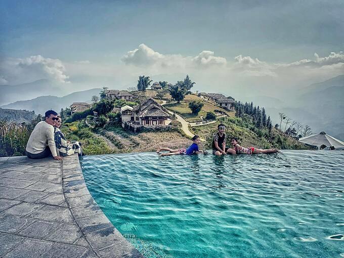 Gia đình Ốc Thanh Vân tận hưởng không khí trong lành và cảnh quan đẹp mê hồn khi du lịch ở Sa Pa.