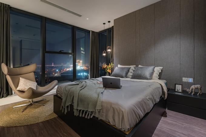 Phòng ngủ phụ của căn hộ được chú trọng trong từng chi tiết thiết kế, đem lại sự hài hòa với tổng thể và có tầm nhìn ra toàn thành phố.