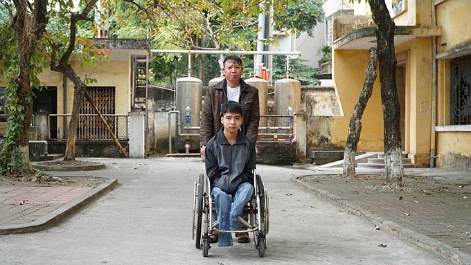 3 tháng bắt đầu cuộc sống học đại học, Minh được bố hỗ trợ mọi việc.