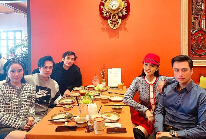 Nữ diễn viên tụ họp với Việt Anh và bạn bè nghệ sĩ thân thiết, mừng năm mới 2021.