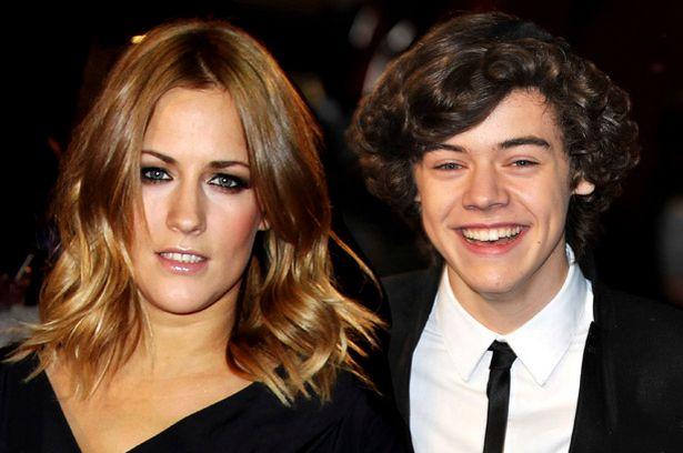 Năm 2011, Harry Styles hẹn hò ngôi sao truyền hình Caroline Flack. Thời điểm đó Harry 17 tuổi, mới bước chân vào showbiz còn Caroline 31 tuổi, đã khá nổi tiếng. Họ quen nhau từ khi Harry thi X Factor 2010 - nơi Caroline làm người dẫn chương trình. Mối tình của cặp đôi kéo dài vài tháng trước khi kết thúc vì bị fan của Harry phản ứng dữ dội. Caroline chia sẻ trong cuộc phỏng vấn năm 2015: Thời điểm đó chúng tôi đều độc thân. Chúng tôi rất hợp nhau và ban đầu đã có khoảng thời gian thực sự vui vẻ. Nhưng khi chuyện bị công khai, mọi thứ trở nên tồi tệ.Tháng 2/2020, Caroline Flack qua đời vào ở tuổi 40. Cô tự tử sau khi bị mất việc tại show truyền hình Love Island trước cáo trạng hành hung bạn trai. Harry Styles đã rất đau buồn khi nghe tin về cái chết thương tâm của bạn gái cũ. Anh cài băng đen trên áo để tưởng nhớ Caroline Flack khi đến tham dự lễ trao giải Brits Award vài ngày sau khi cô mất.