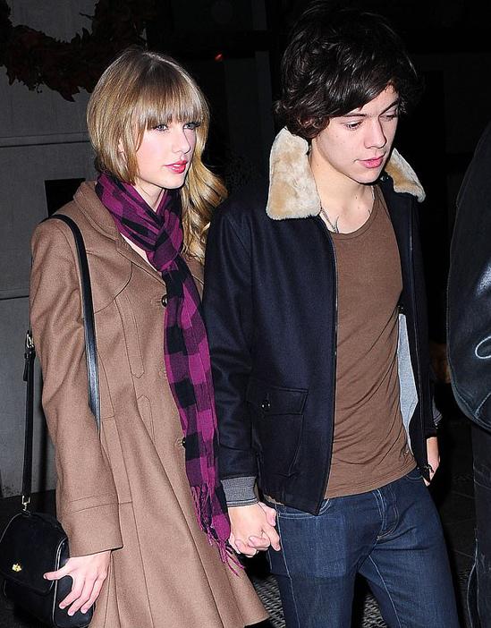 Giữa năm 2012, hoàng tử nhạc pop xứ sương mù hẹn hò công chúa nhạc đồng quê Mỹ Taylor Swift. Tuy Taylor lớn hơn Harry 4 tuổi nhưng mối tình của cặp sao được nhiều fan ủng hộ. Thế nhưng tình yêu lãng mạn của họ kết thúc chóng vánh sau chưa đầy một năm. Sau này Taylor viết nhiều ca khúc nổi tiếng về Harry Styles như Style, I Knew You Were Trouble và Out of the Woods.