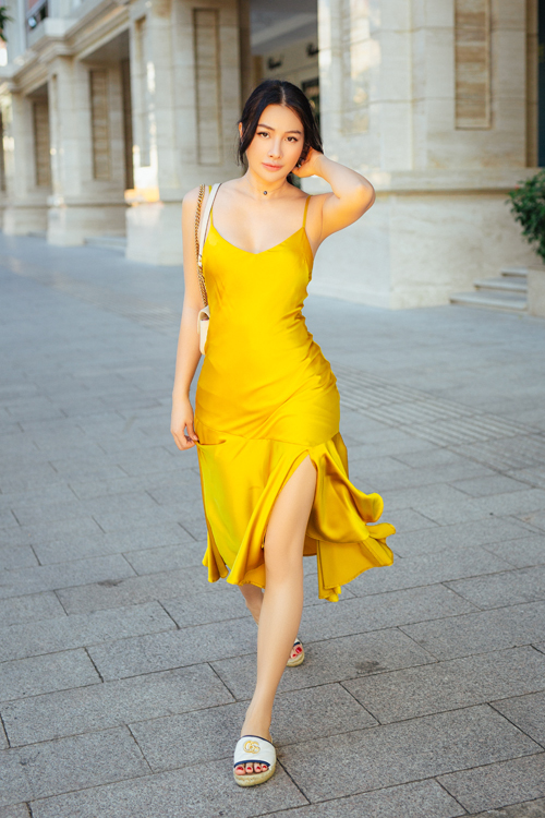 Yaya Trương Nhi thực hiện bộ ảnh street style đa phong cách và chia sẻ gợi ý thời trang cho các nàng diện đón một năm mới ngọt ngào.