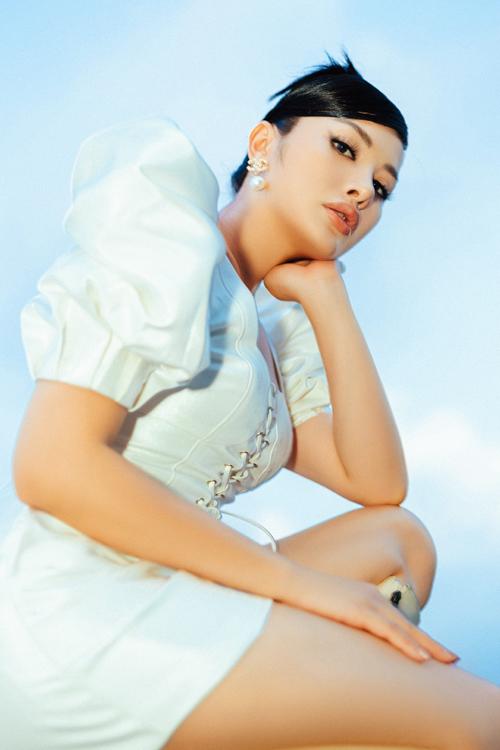 Bộ ảnh được thực hiện với sự hỗ trợ của nhiếp ảnh Phong Hoàng.