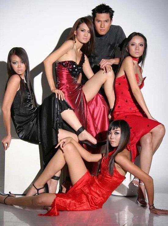 Minh Anh nổi tiếng khi đóng Những cô gái chân dài cùng Thanh Hằng, Anh Thư, Dương Yến Ngọc, Ngọc Nga 17 năm trước.
