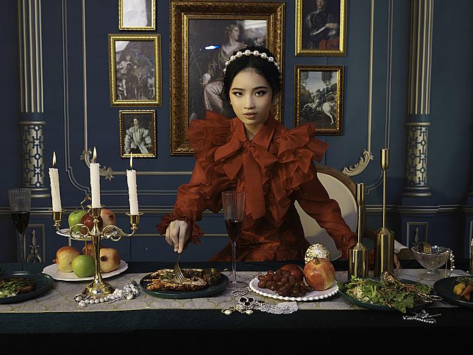 Bảo Hà hào hứng tham gia giới thiệu sưu tập Princess Party gồm các thiết kế hai màu đen đỏ phù hợp mùa lễ hội và chào mừng năm mới.