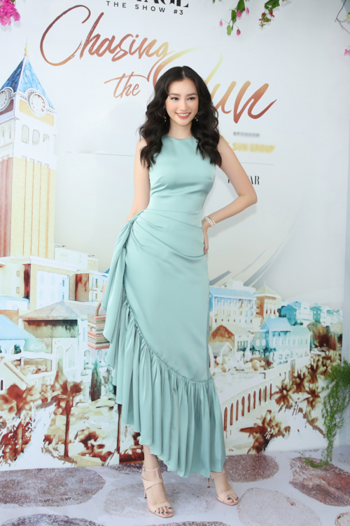 Trúc Diễm khoe vẻ đẹp thanh lịch khi chọn váy lụa tông màu thanh nhã để đến tham gia sự kiện.