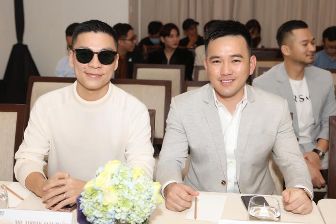 Nhà thiết kế Adrian Anh Tuấn (trái) và nhà thiết kế Lê Thanh Hòa (phải).