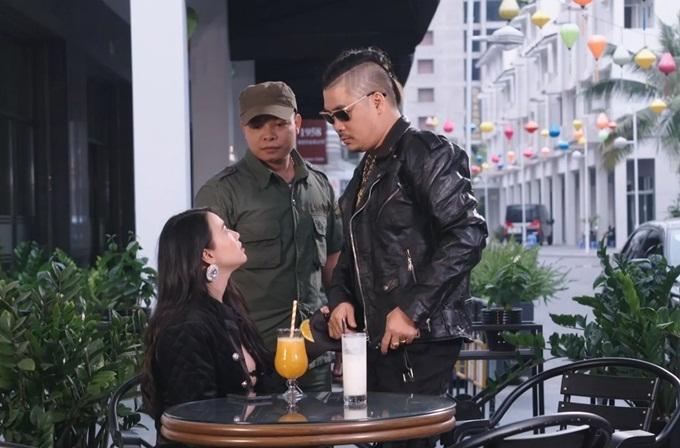 Dương Ngọc Bảo (phải) trong một cảnh quay.