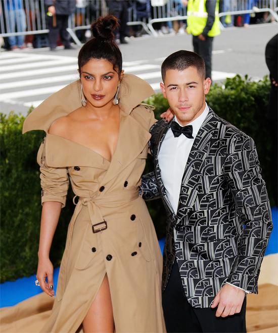 Nick và hoa hậu thế giới nên duyên tại Met Gala 2018.