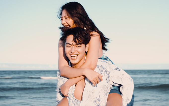 Vợ chồng Chúng Huyền Thanh vừa có chuyến nghỉ dưỡng đầy niềm vui. Họ chọn đi biển vì nữ người mẫu thích bơi lội, chơi các trò dưới nước.