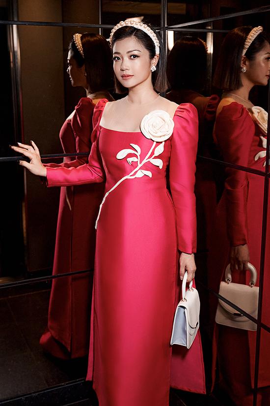 Kiều Anh sinh năm 1981, được khán giả nhớ tới với vai Nhung trong phim Phía trước là bầu trời của đạo diễn Đỗ Thanh Hải năm 2001. Sau đó, cô tham gia hàng loạt phim như Ký ức Điện Biên, Hai phía chân trời, Tình khúc Bạch Dương...